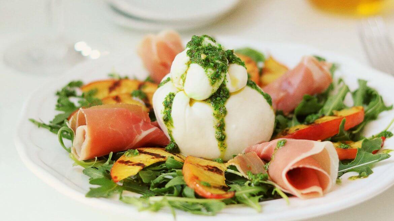 salat_mit_Pfirsich_und_Burrata