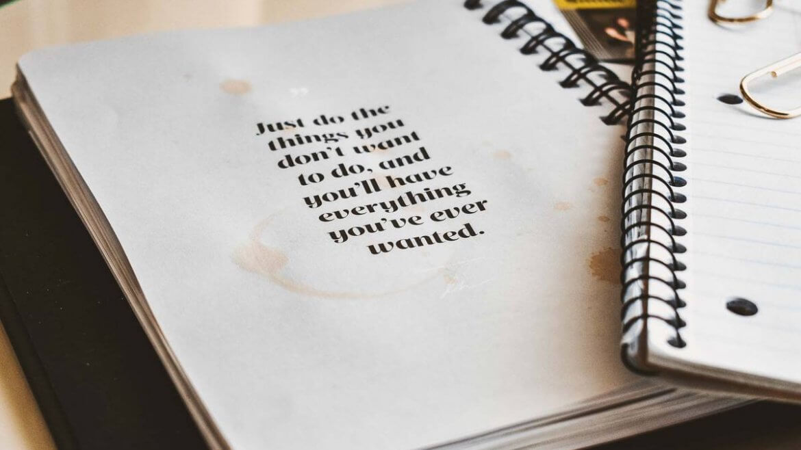 """Notizbuch mit Spruch """"Just do the things you don't want to do, and you'll have everything you've ever wanted."""""""